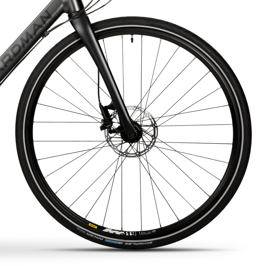 Boardman HYB 8.9 Hybrid Bike - Close-up of Wheelset
